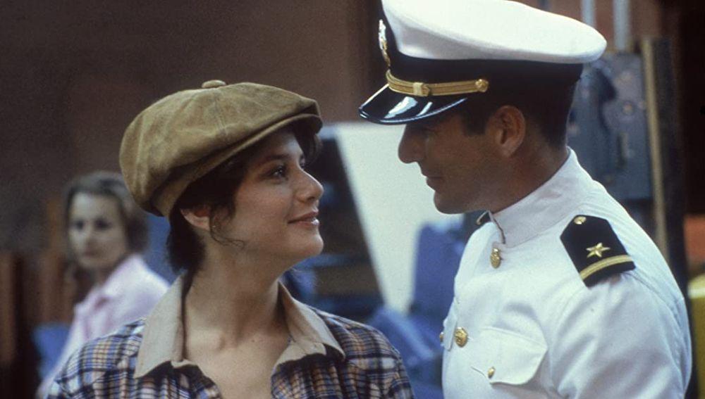 Debra Winger y Richard Gere en 'Oficial y caballero'