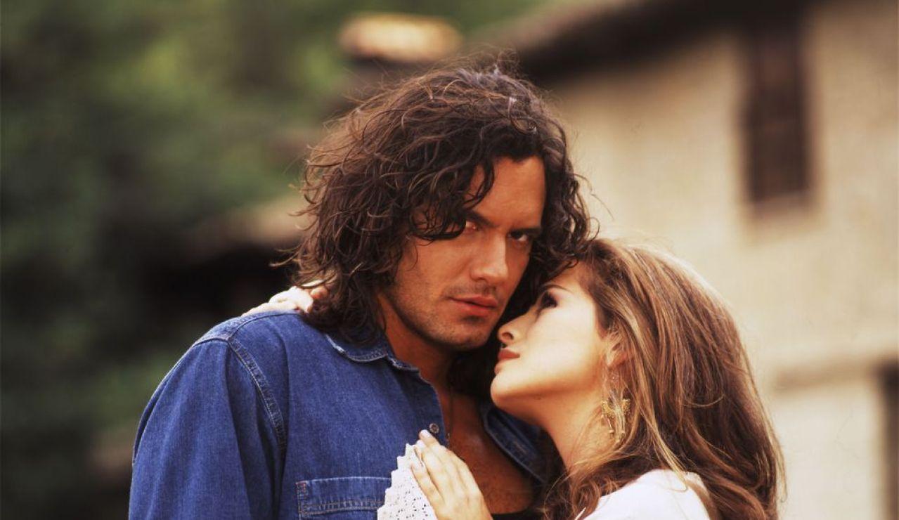 Mario Cimarro y Danna García en 'Pasión de Gavilanes'