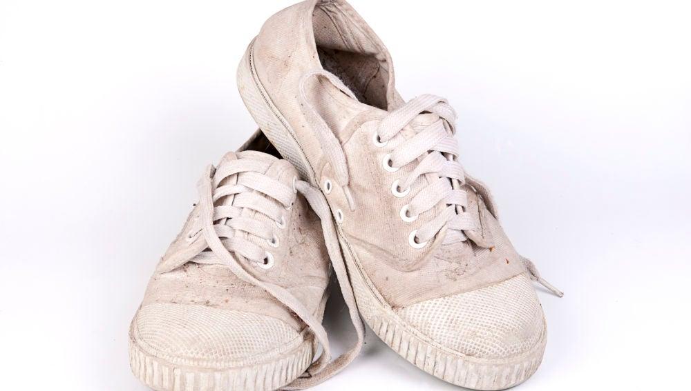 Zapatillas blancas sucias