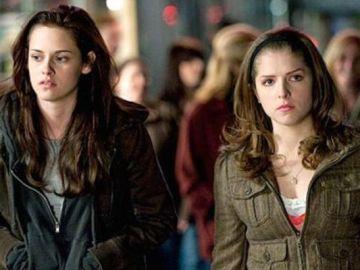 Kristen Stewart y Anna Kendrick en la saga 'Crepúsculo'