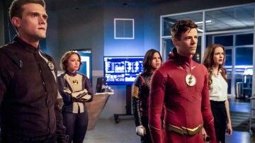 Hartley Sawyer y Grant Gustin en 'The Flash'