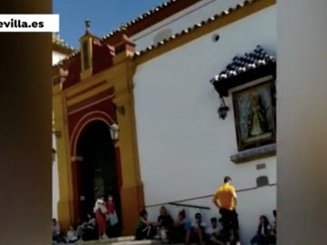 Colas para reservar fecha para casarse en Sevilla