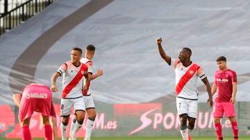 Luis Advíncula celebra su gol ante el Albacete