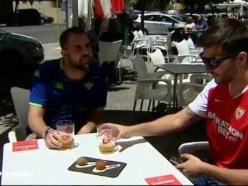 Croquetas verdiblancos y rojas o cervezas gratis con el carnet de abonado: los bares tiran de ingenio en la vuelta del fútbol