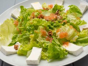 Receta de ensalada de lechuga, queso y nueces