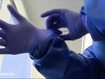 Las instrucciones de un médico a su equipo por el coronavirus