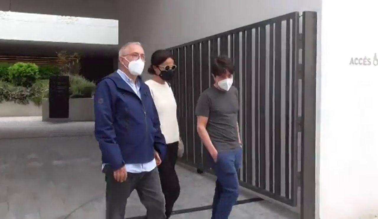 Javier Sardá, Josep Maria Mainat y Carlos Latre, entre los familiares y amigos que despiden a Rosa María Sardá en el tanatorio