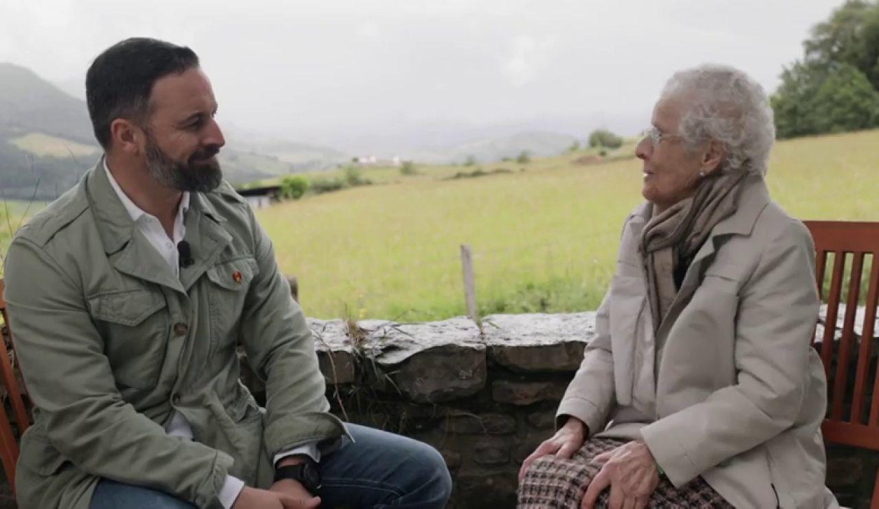 Elecciones gallegas 2020: Santiago Abascal habla con su abuela de su amor por Galicia