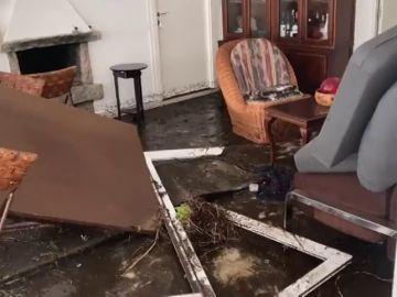Revienta un gran depósito de agua en O Grove, Pontevedra, causando importantes daños