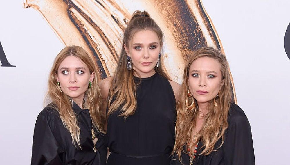 Las gemelas Olsen junto a su hermana Elizabeth