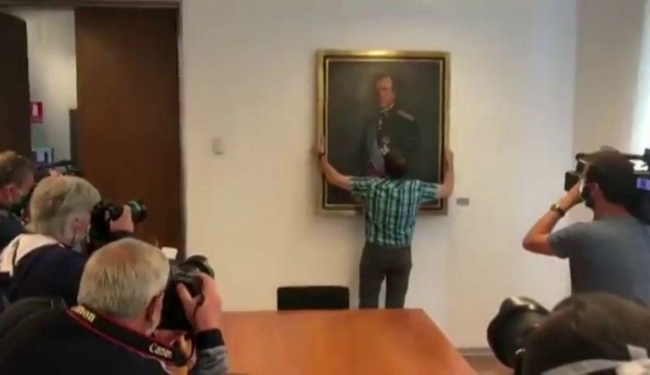 Retiran el retrato del rey emérito Juan Carlos del Parlamento de Navarra