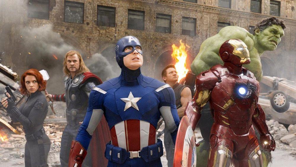 Scarlett Johansson, Chris Evans, Chris Hemsworth, Robert Downey jr., Jeremy Renner y Mark Ruffalo en 'Los Vengadores'