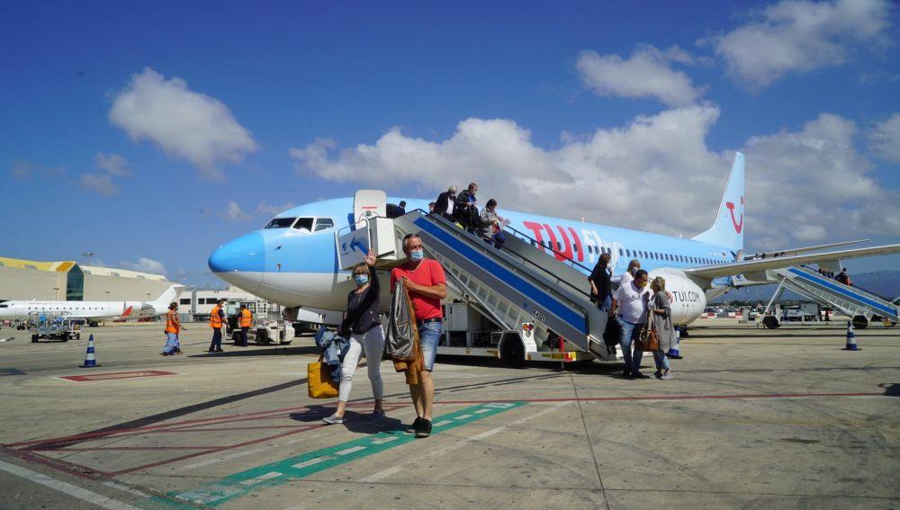 Algunos de los alemanes que han llegado a Mallorca, con TUI, en el primer vuelo del plan piloto para reactivar el turismo internacional.
