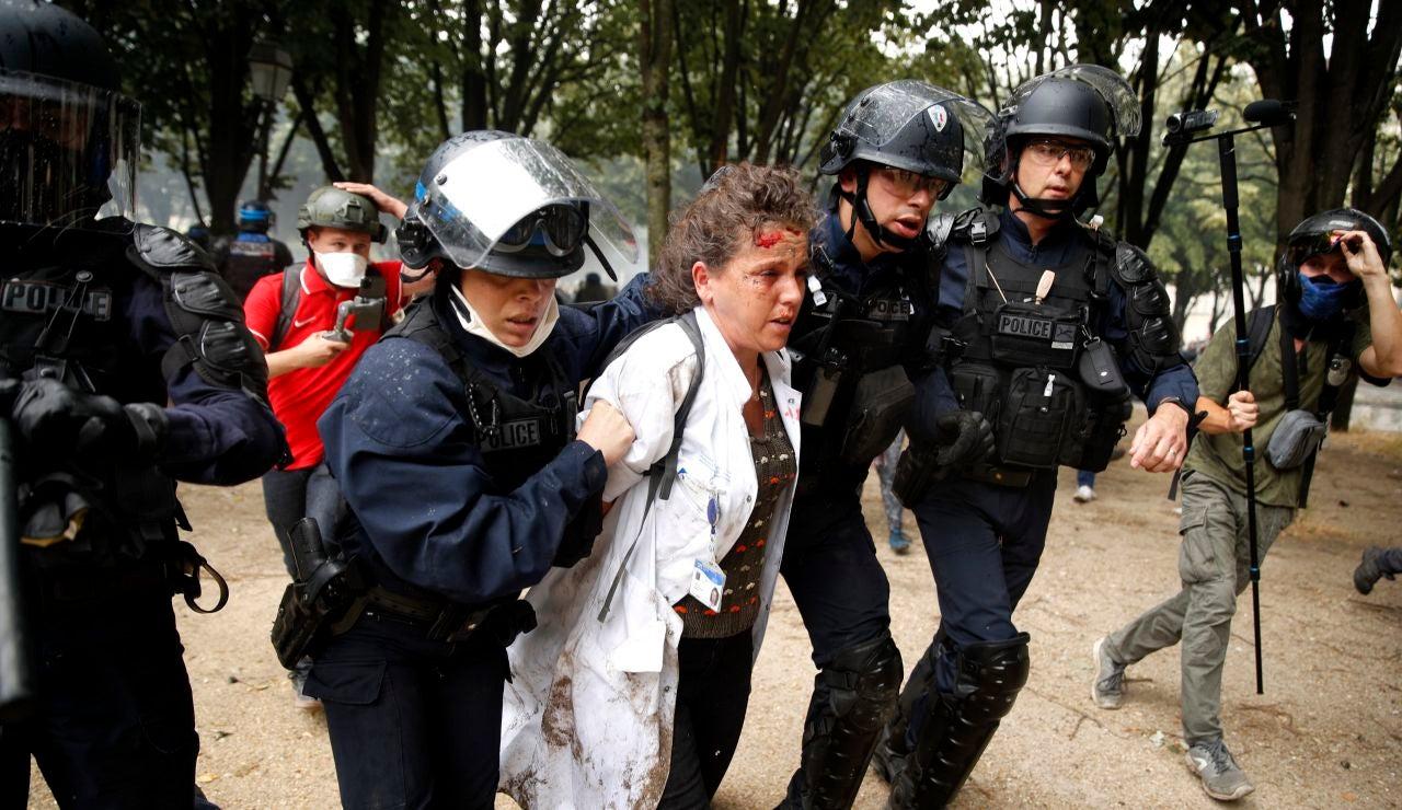 Disturbios en la manifestación del personal sanitario en París