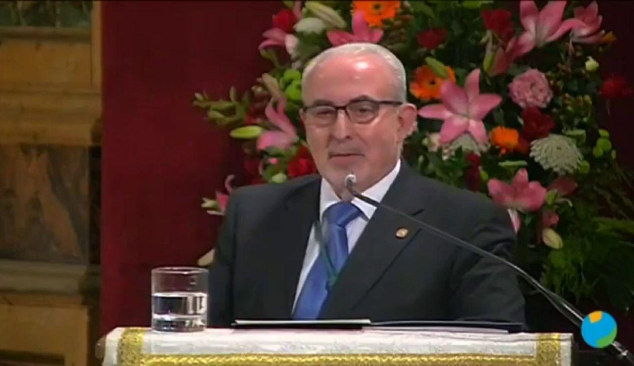 """""""Quieren controlarnos con un chip"""": la teoría de José Luis Mendoza presidente de la UCM contra Gates y Soros por la vacuna del coronavirus"""