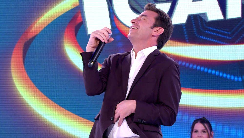 De Julio Iglesias a Chenoa, el 'Tu cara me suena' improvisado de Arturo Valls en '¡Ahora caigo!'