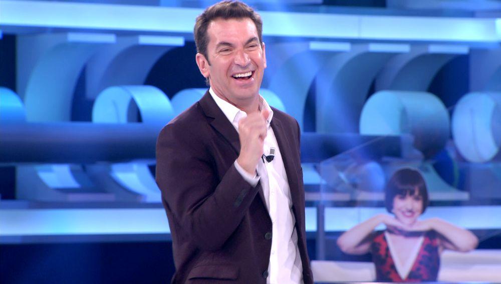 """""""¡Qué bonito es!"""": Arturo Valls estrena la nueva canción de El Torres para el euro de '¡Ahora caigo!'"""