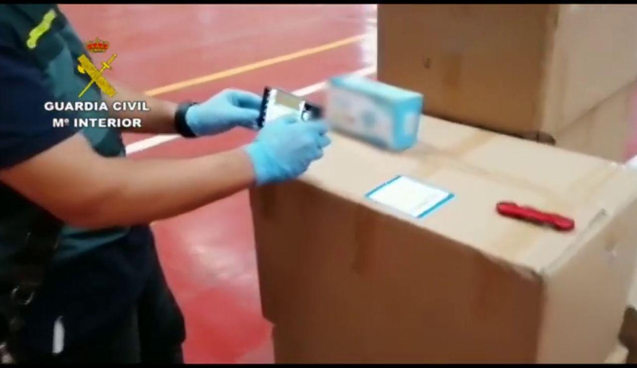 La Guardia Civil interviene 19.000 mascarillas con el certificado de calidad falsificado en una nave de Barcelona