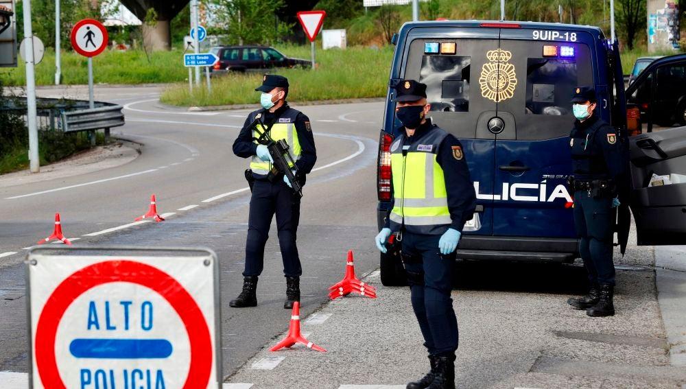 Control de la Policía Nacional en las carreteras
