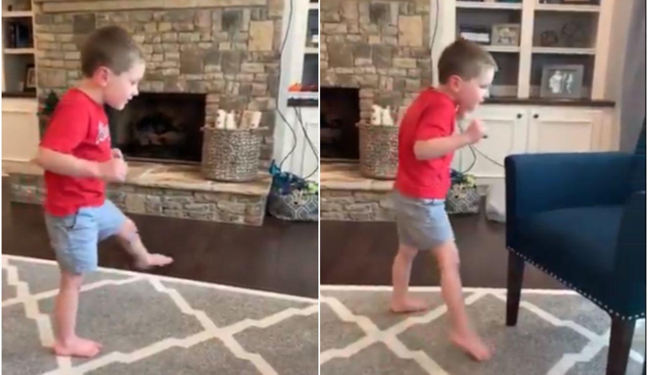 Una madre graba el momento en el que su hijo con atrofia cerebral camina solo por primera vez