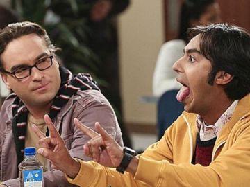 Kunal Nayyar y Johnny Galecki como Raj y Leonard en 'The Big Bang Theory'