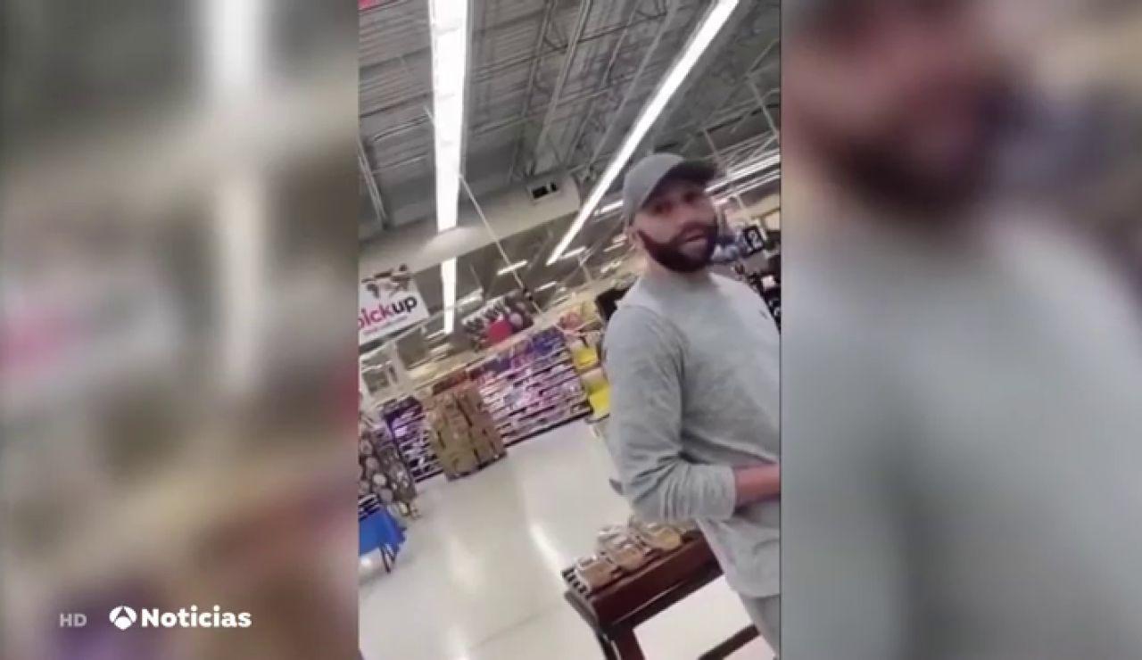 Una mujer increpa en un supermercado a uno de los policías implicados en la muerte de George Floyd