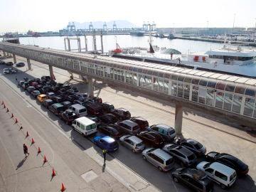 Cola de coches para cruzar desde España a Marruecos