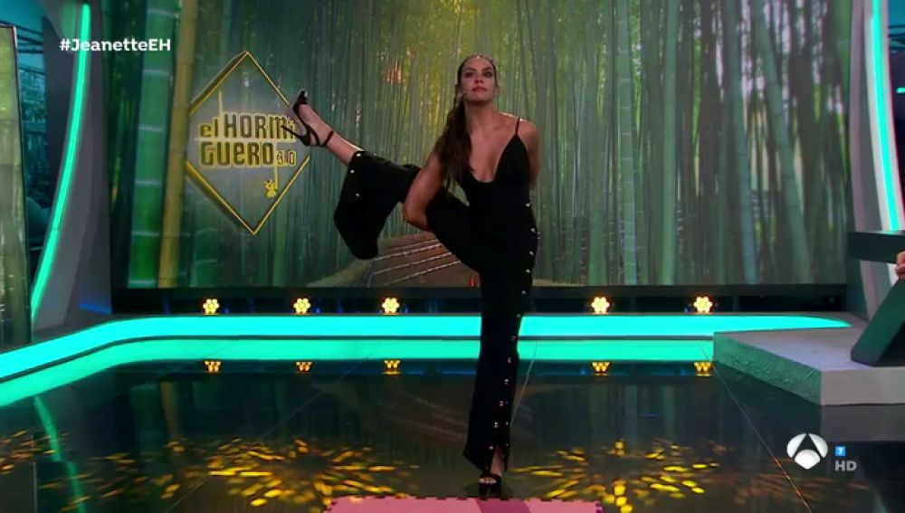 """Cristina Pedroche muestra tres posturas de yoga para principantes en 'El Hormiguero 3.0': """"Ahora estamos mucho tiempo en el sofá y con estrés"""""""