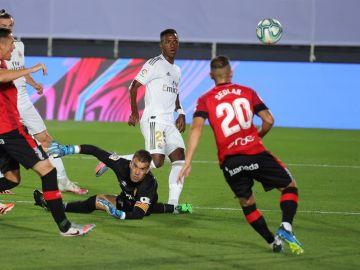 Vinicius y Sergio Ramos devuelven al Real Madrid el liderato de la Liga