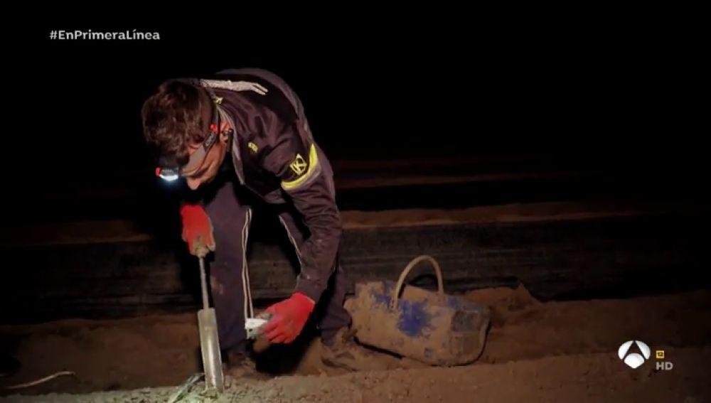 """El duro trabajo de los recolectores nocturnos de los espárragos de Navarra: """"Es un producto muy sensible"""""""