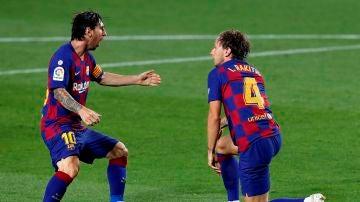 Messi y Rakitic celebran el único gol ante el Athletic