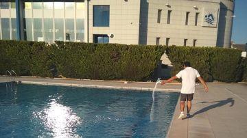 Tratamiento en la piscina municipal de Alzira