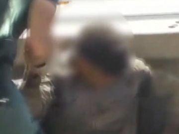Seis migrantes escondidos en un camión de chatarra en Melilla