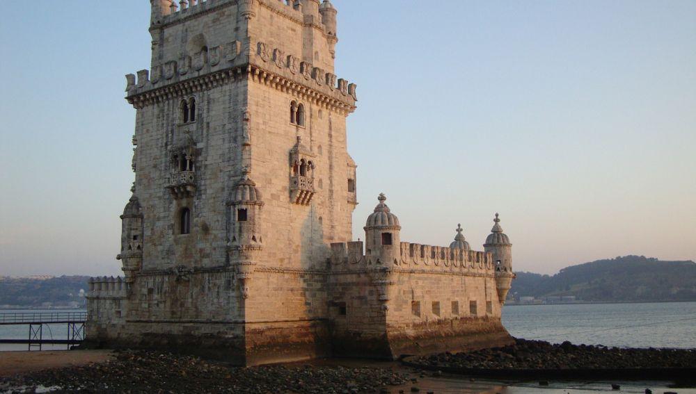 Confinan de nuevo por rebrote de coronavirus a los vecinos de Lisboa