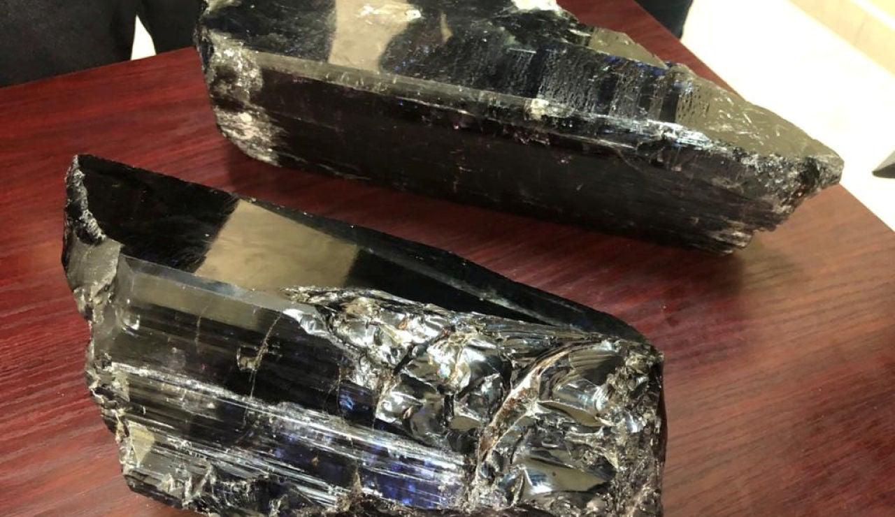 Las dos grandes rocas de tanzanita halladas por un minero