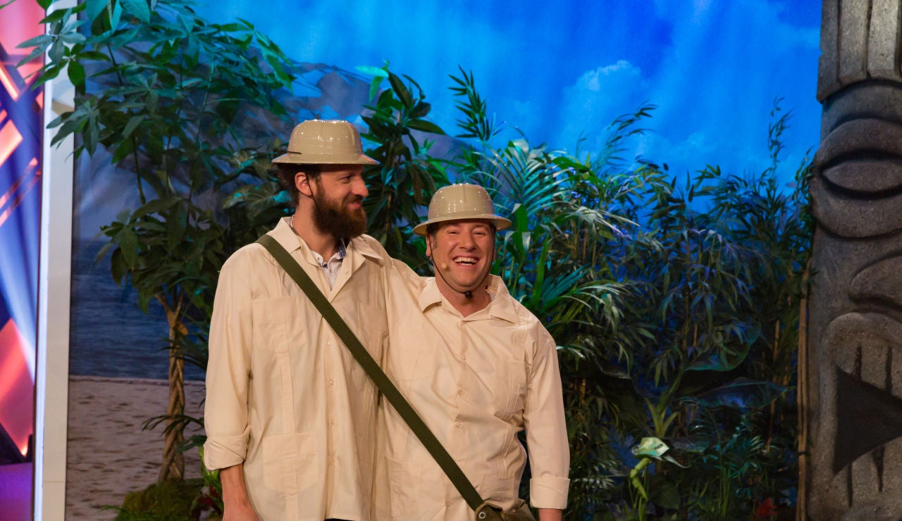 Edu Soto y Carlos Latre se dan un atracón de polvorones en plena selva