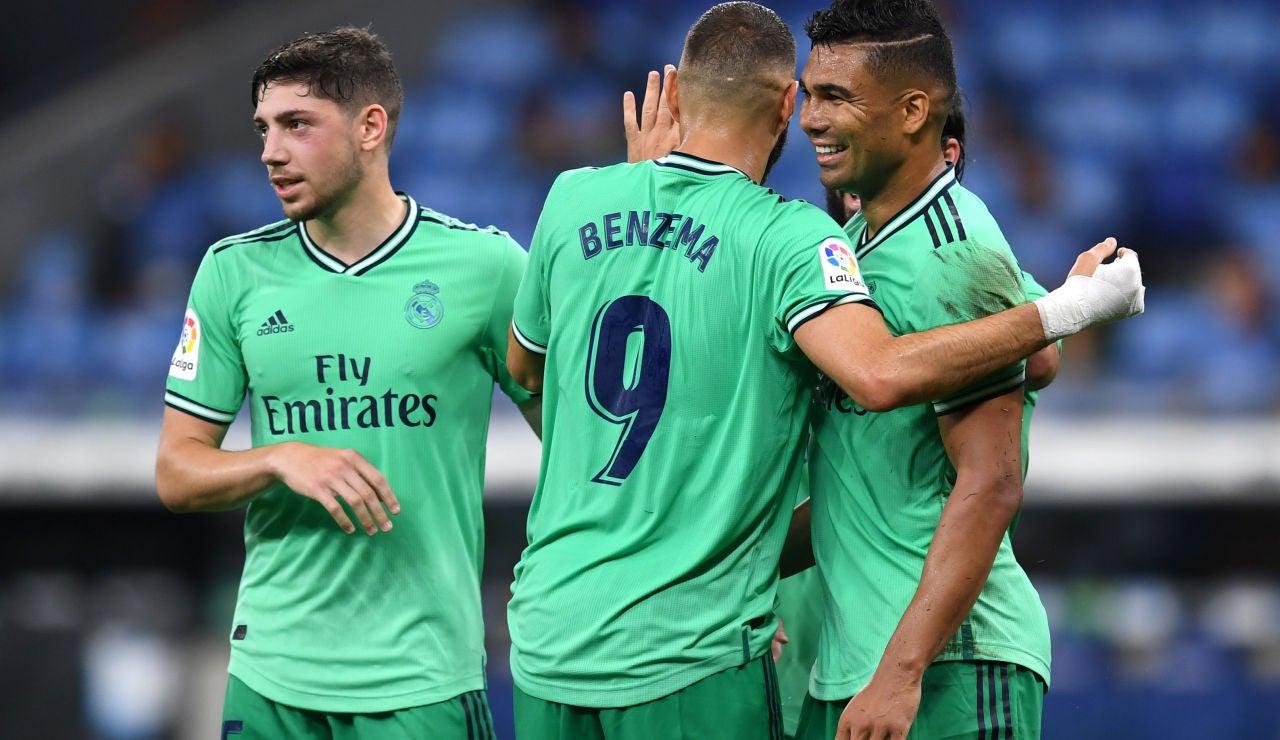 Los jugadores del Real Madrid celebran el gol de Casemiro