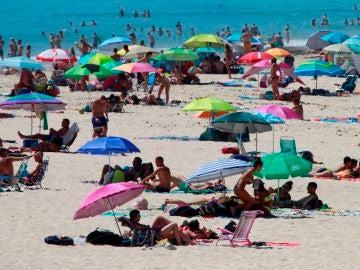 Denuncian a un socorrista por masturbarse mientras vigilaba la playa en Calpe