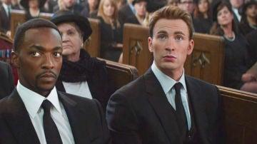 Anthony Mackie y Chris Evans como Falcon y Capitán América en Marvel