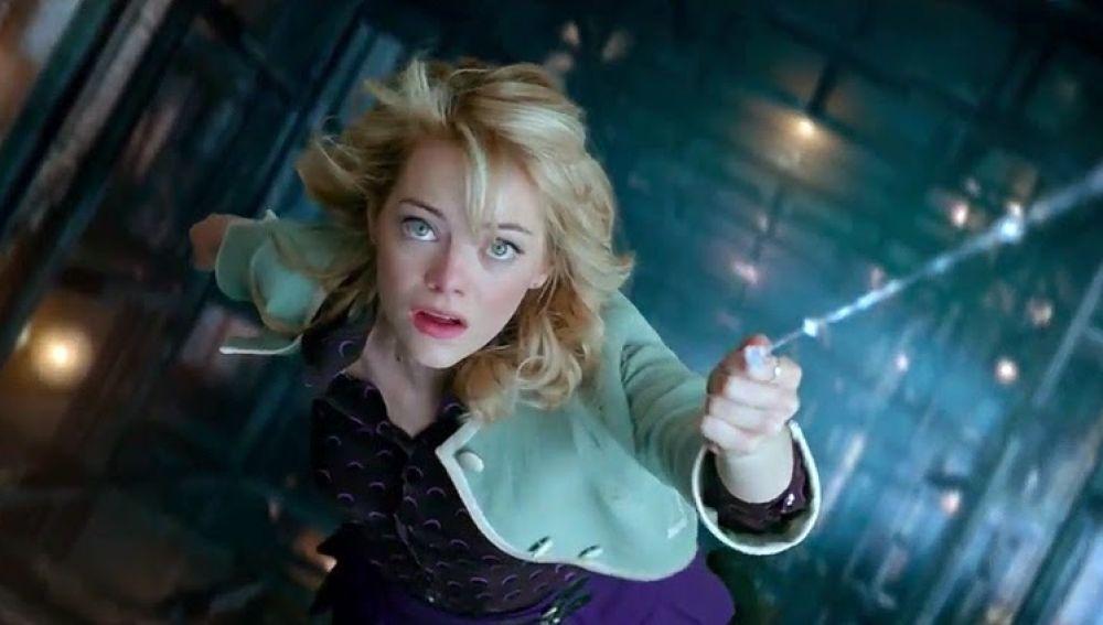 Qué pensará Tom Holland? La imagen de Emma Stone como Batgirl que rompe con  su papel en SpiderMan