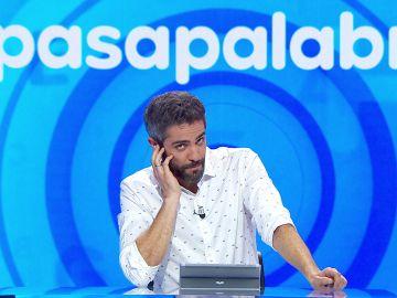 """La medida extrema que ha tomado Roberto Leal en 'Pasapalabra': """"Seguridad, ¿os podéis llevar a los dos invitados?"""""""