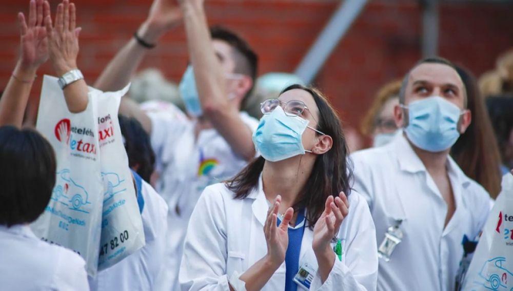El bonito homenaje del Colegios de Médicos de Madrid a sus compañeros fallecidos por el coronavirus