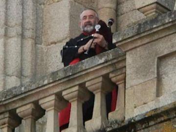 Gaitero en la catedral de Ourense