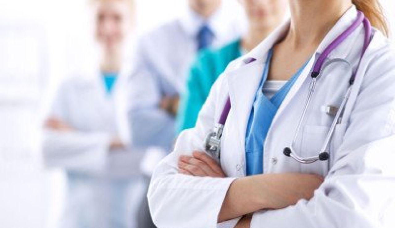 Imagen de archivo de médicos
