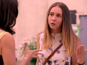 Luisita pierde los papeles en la Plaza de los Frutos defendiendo su homosexualidad