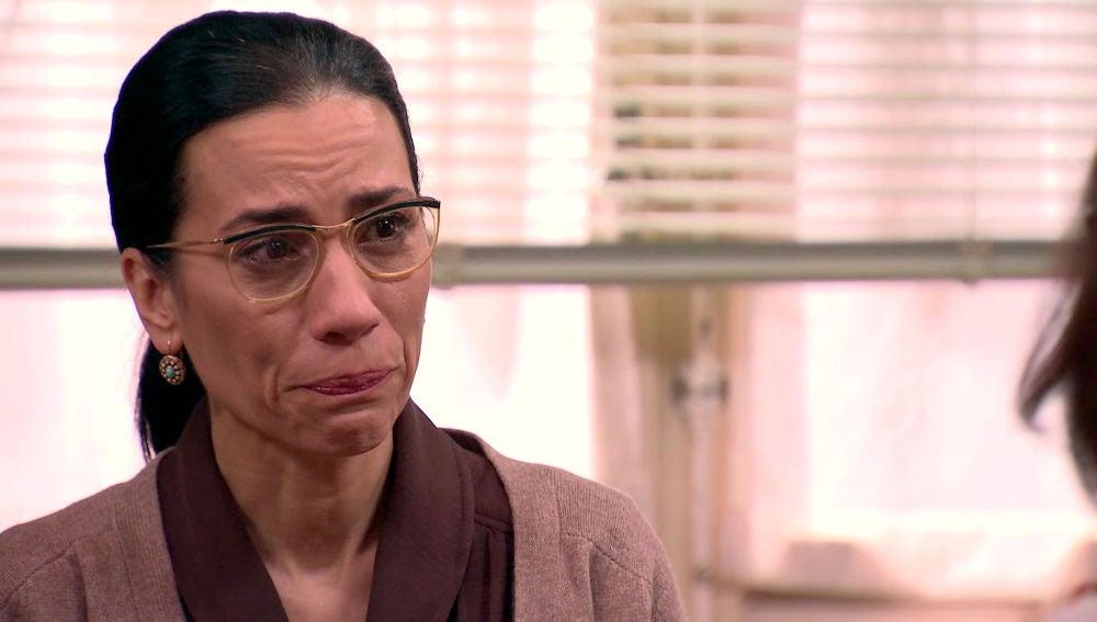Manolita, aterrada con la idea de Luisita  y Amelia se derrumba con Cristina