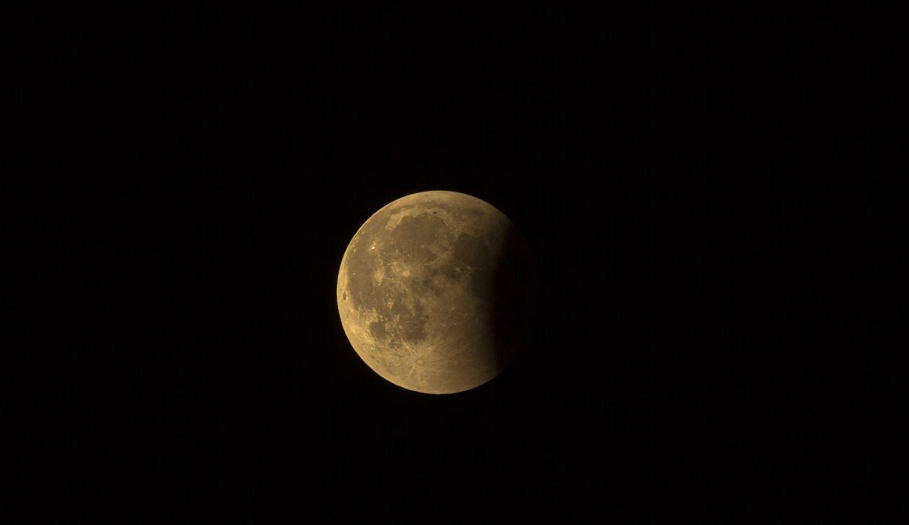 Así será el eclipse penumbral de Luna que se podrá ver en España esta madrugada