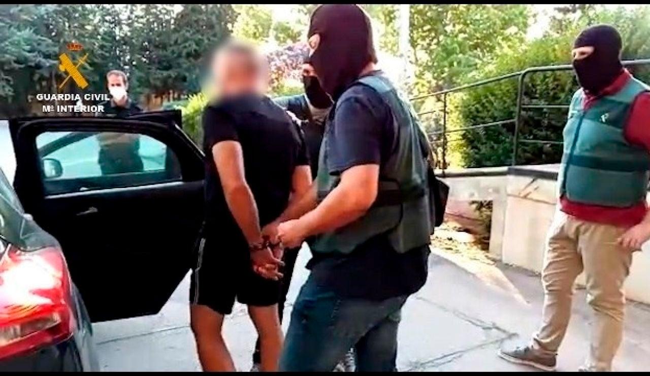 Fotografía facilitada por la Guardia Civil de la detención de Antonio Tejón, el Castaña