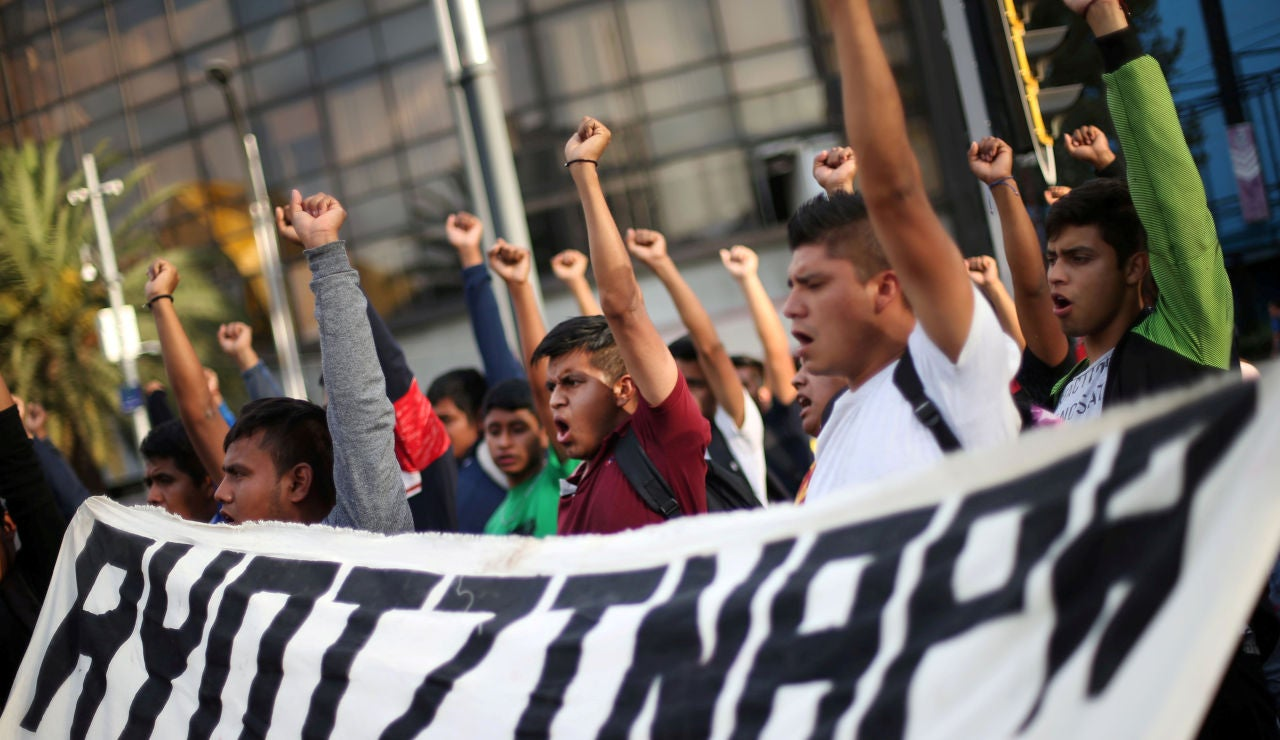 Identifican restos de uno de los 43 estudiantes desaparecidos de Ayotzinapa, en México