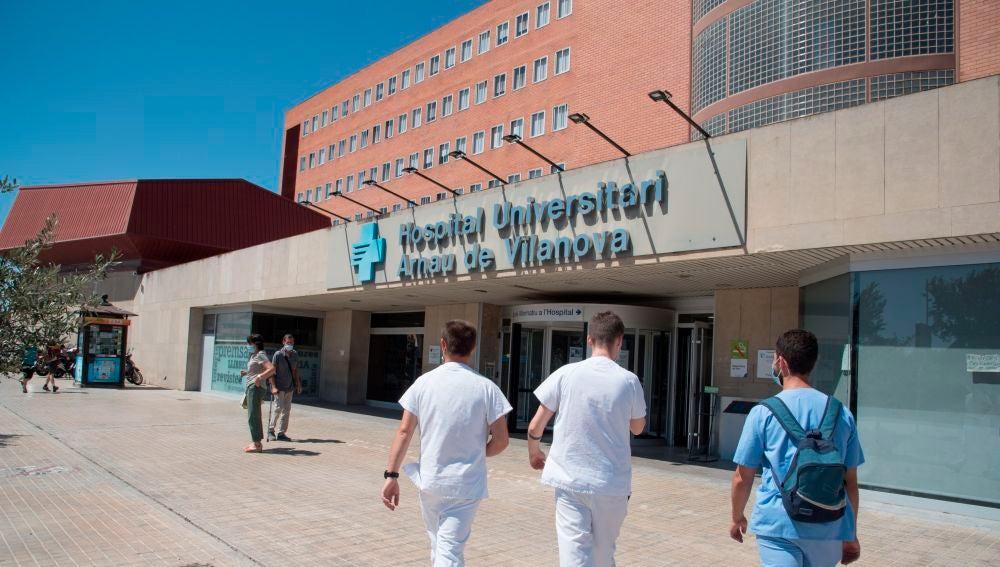 Vista de la entrada del Hospital Arnau de Vilanova